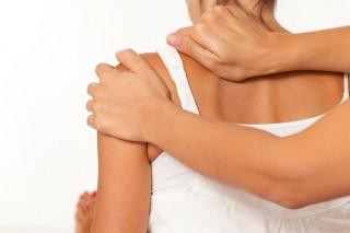 Massage an der Schulter