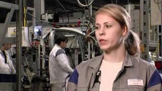 Ulrike Bock berichtet über die Ausbildung zur Industriemechanikerin, die Möglichkeiten nach der Berufsausbildung bei Volkswagen und ihre Hobbys.