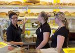 In Bäckereien haben sie das Wort: Bäckereifachverkäuferinnen
