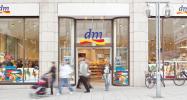 dm - Einer der größten Ausbildungsbetriebe im Drogeriebereich