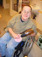 Auch die Arbeit mit Menschen, die eine Behinderung haben, gehört als Ergotherapeut dazu (Bildquelle: BED e.V.)